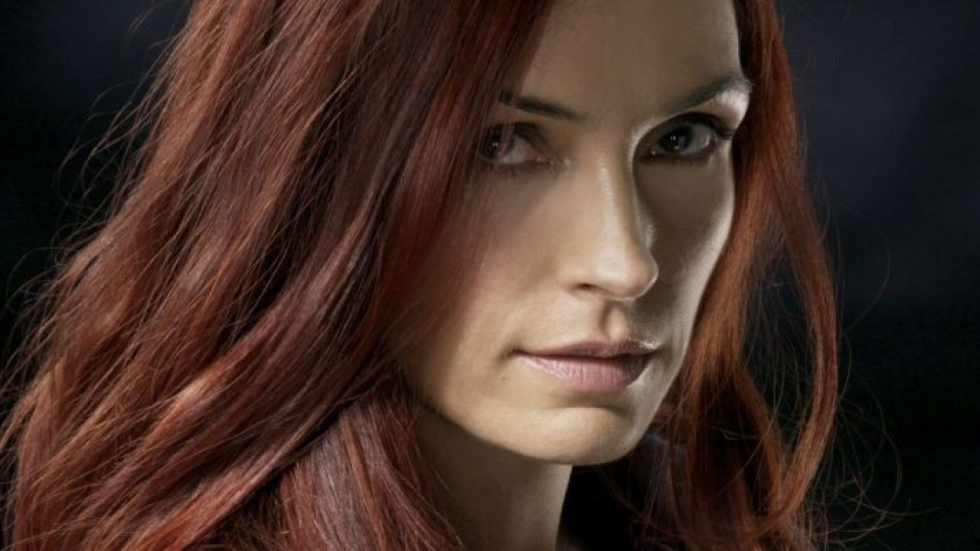 Famke Janssen in criminele thriller 'The Postcard Killings'
