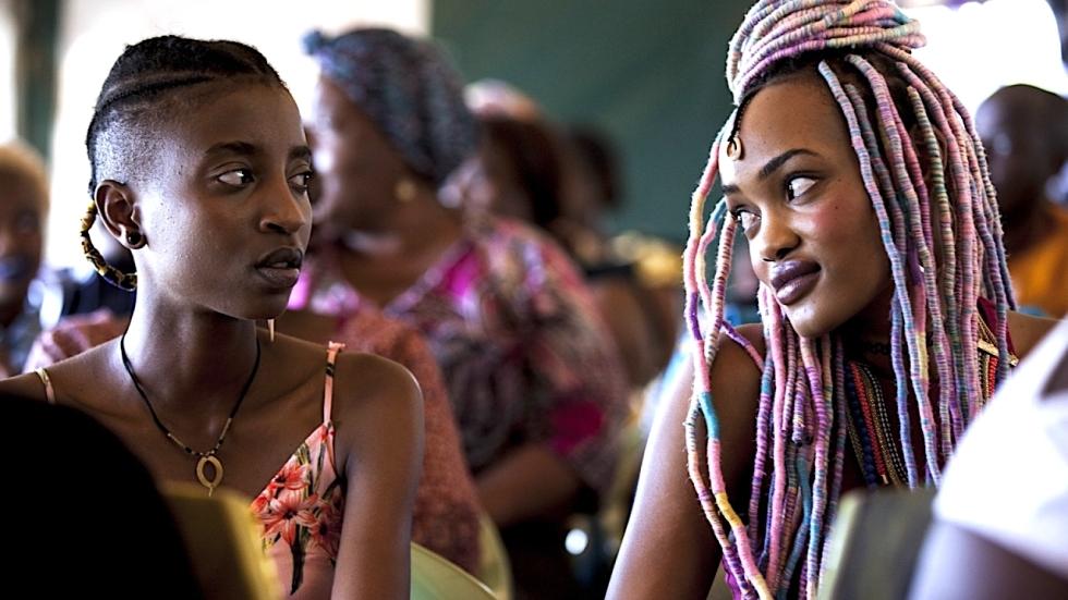 Recensie 'Rafiki' over lesbische liefde in het homofobe Kenia ★★★★