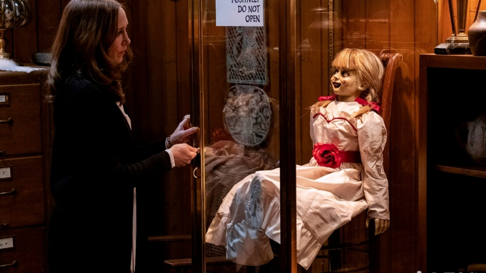 De 'Conjuring' gaat door in trailer 'Annabelle Comes Home'!