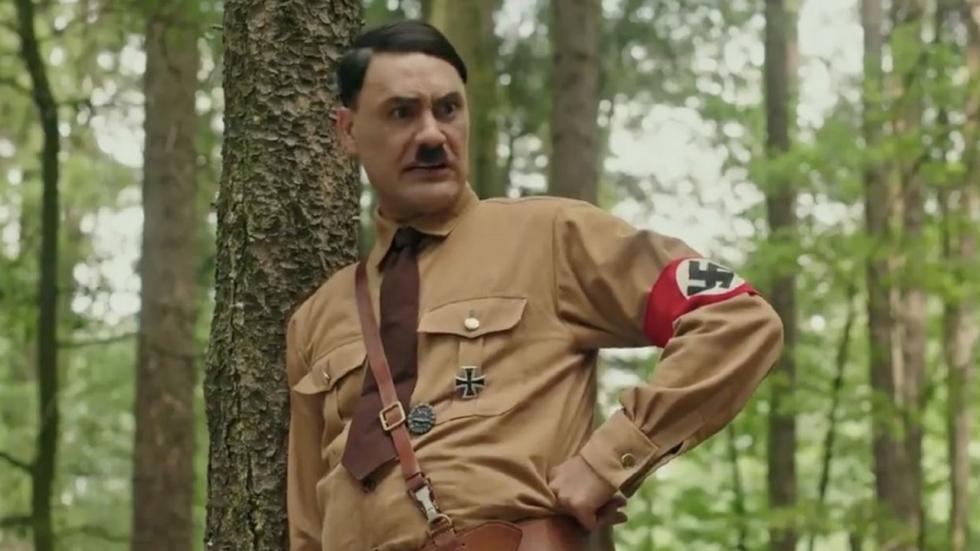 Hilarisch: Taika Waititi's 'Jojo Rabbit' blaast oude Hitler-meme nieuw leven in