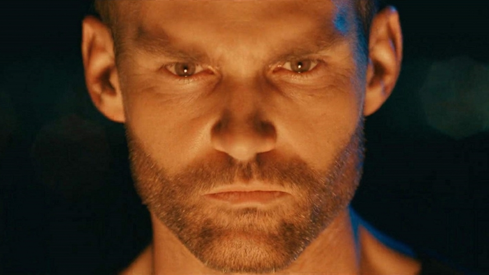 Trailer voor 'Bloodline': Sean William Scott als creepy psycho