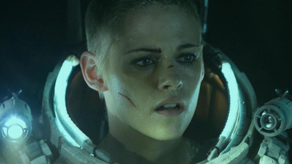 Onderwater-monster bedreigt (een bijna kale) Kristen Stewart in trailer 'Underwater'