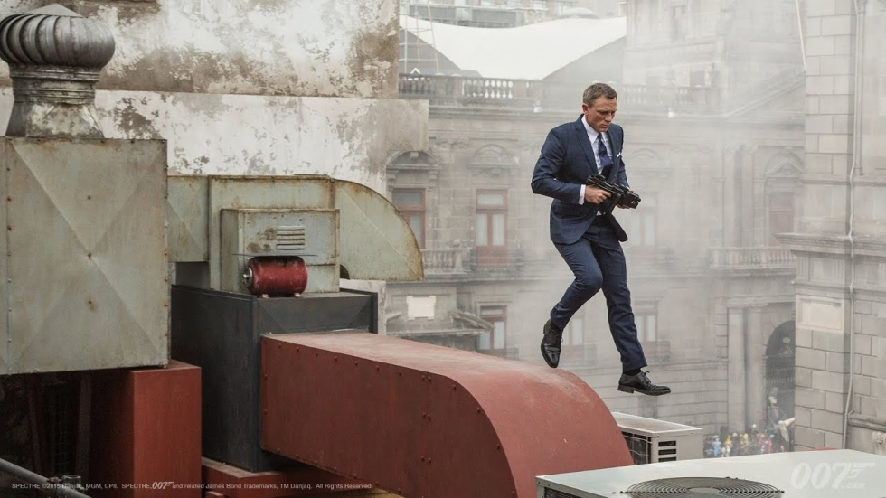 Indrukwekkende stunt in 'No Time To Die': James Bond jumpt van een brug (video)