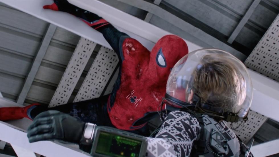Nieuwe beelden 'Spider-Man: Far From Home' tonen alternatieve illusies Mysterio (inclusief monsterspinnen)