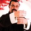 'Zwaarlijvige' Steven Seagal herenigd naast DMX in trailer 'Beyond The Law'