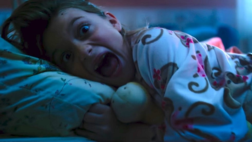 Grote enge spin jaagt op familie in trailer 'Itsy Bitsy'