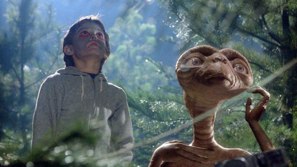 Legendarische E.T. krijgt een reünie in kerstcommercial!