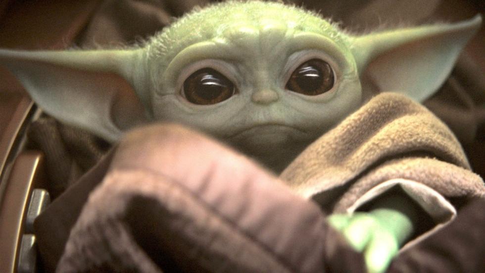 LOL: Baby Yoda vecht mee met de Avengers in 'Endgame'-battle (video)