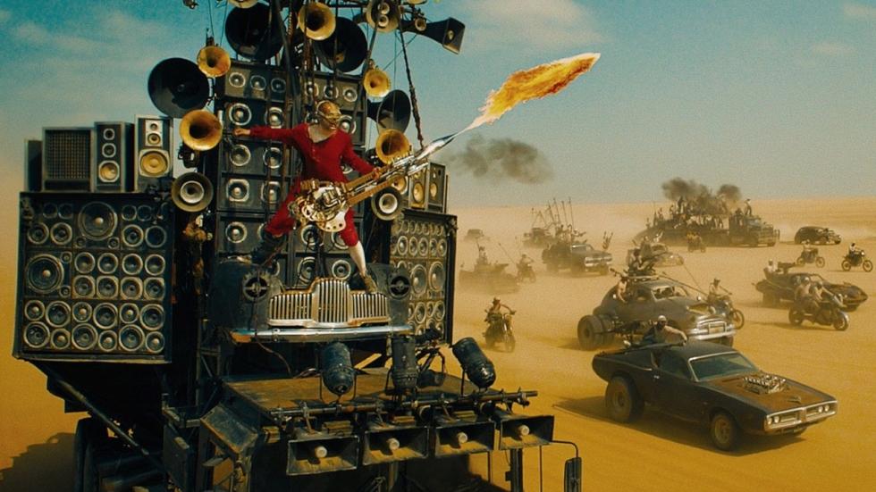 Waar komt die gestoorde gitarist met vlammenwerper vandaan in 'Mad Max: Fury Road'?