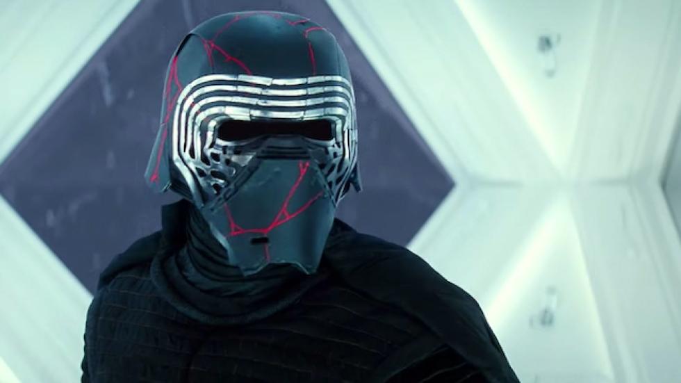 Adam Driver (Kylo Ren) geeft verklaring voor de nieuwe look van zijn helm