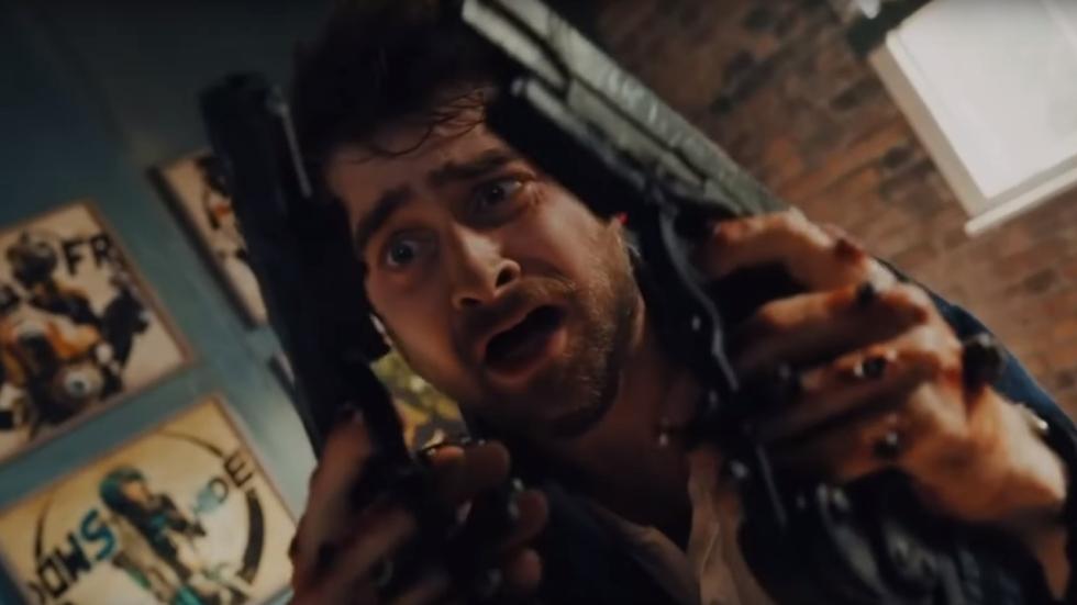 Gestoorde trailer 'Guns Akimbo' geeft pistoolhanden aan Daniel Radcliffe!