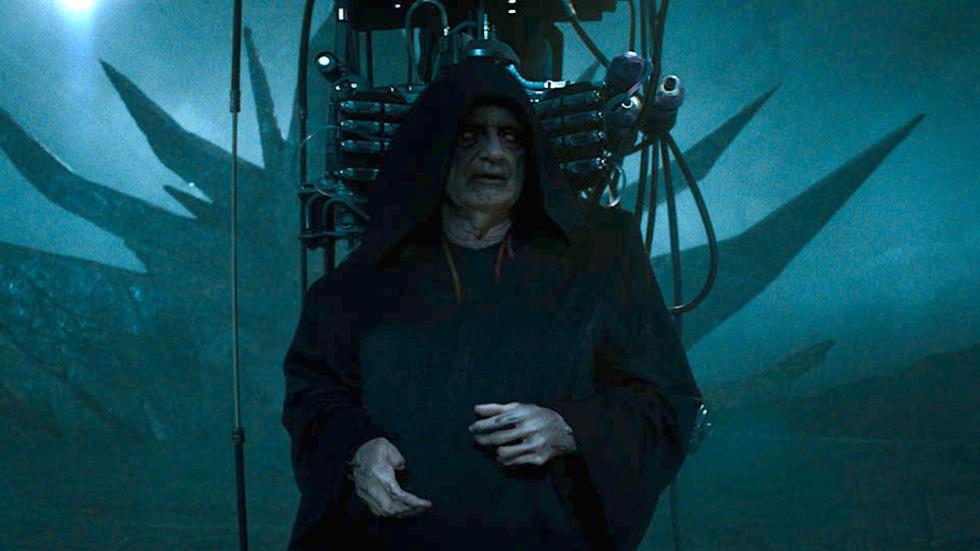 Palpatine lekker creepy op nieuwe foto's 'Star Wars: The Rise of Skywalker'