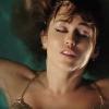 Miley Cyrus spettert zwoel in bad (foto)