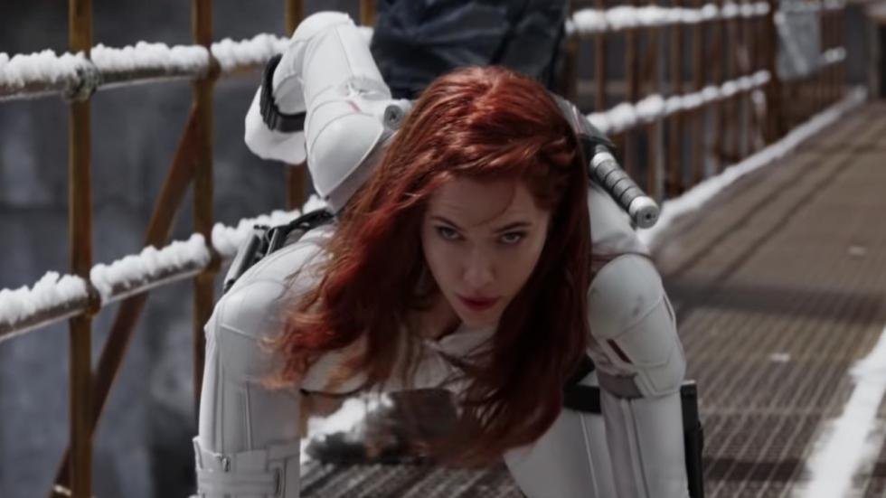 Open jurk Scarlett Johansson onthult enorme tattoo!