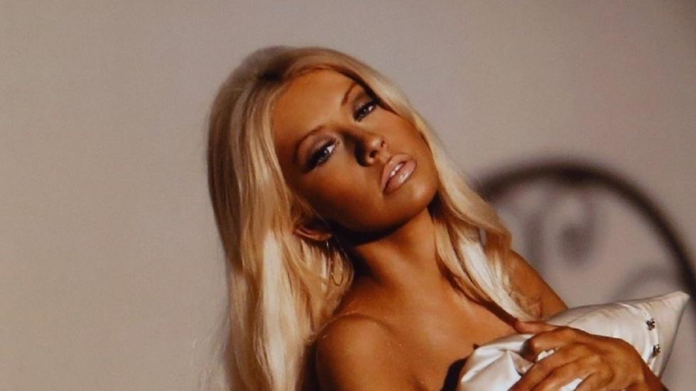 Christina Aguilera trekt kleren uit op Instagram-foto!