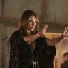 Marvel-actrice Elizabeth Hurley in jurkje dat echt alles laat zien!