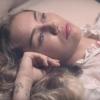 Heftig: Miley Cyrus bewerkt haar vriend met een tondeuse