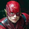 Bizar: Ezra Miller (The Flash) wurgt opdringerige fan
