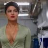 Priyanka Chopra toont haar enorme decolleté