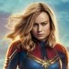 Brie Larson (Captain Marvel) toont haar strakke lichaam