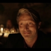Mads Mikkelsen terug naar zijn Deense roots in trailer 'Another Round'