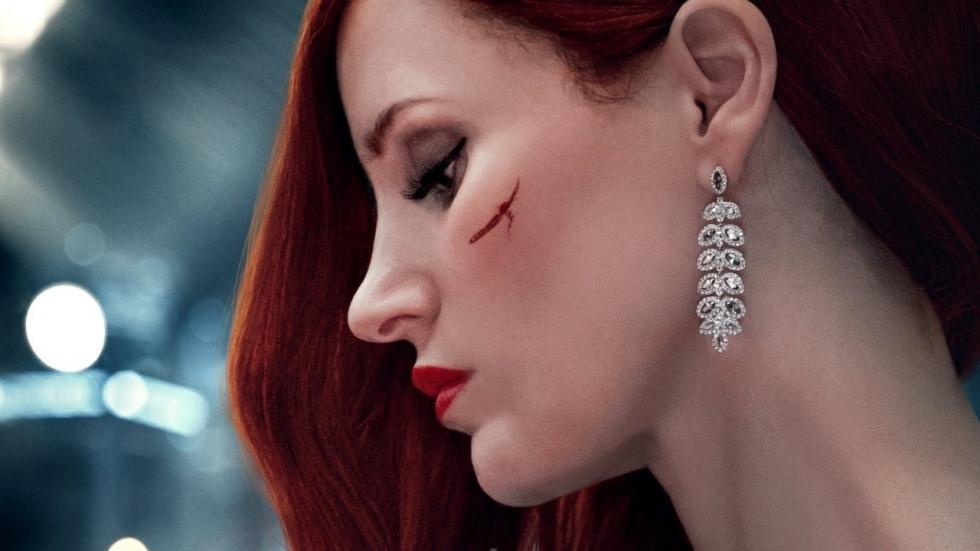 Dodelijke sluipmoordenaar Jessica Chastain in bikkelharde trailer 'Ava'