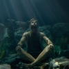 Chris Hemsworth (Thor) gaat zwemmen tussen de haaien