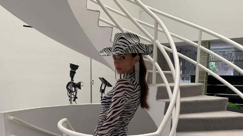 Emily Ratajkowski in mini-jurkje op Insta-foto's