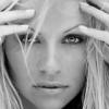 Pamela Anderson in spannend pakje op bed op Insta-foto