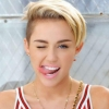 Miley Cyrus in doorzichtig topje op Insta-foto