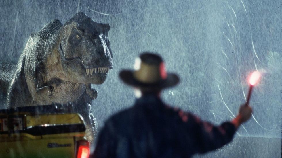 Griezelige foto van een verwoeste schoolbus op set 'Jurassic World: Dominion'