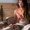 Megan Fox zit onder het bloed op foto's 'Till Death'