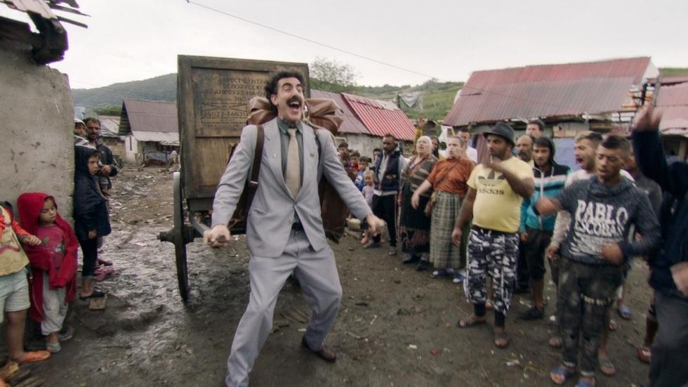 Beelden van Sacha Baron Cohen's levensgevaarlijke stunt voor 'Borat Subsequent Moviefilm'
