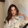 Emily Ratajkowski helemaal uit de kleren op Insta-foto's