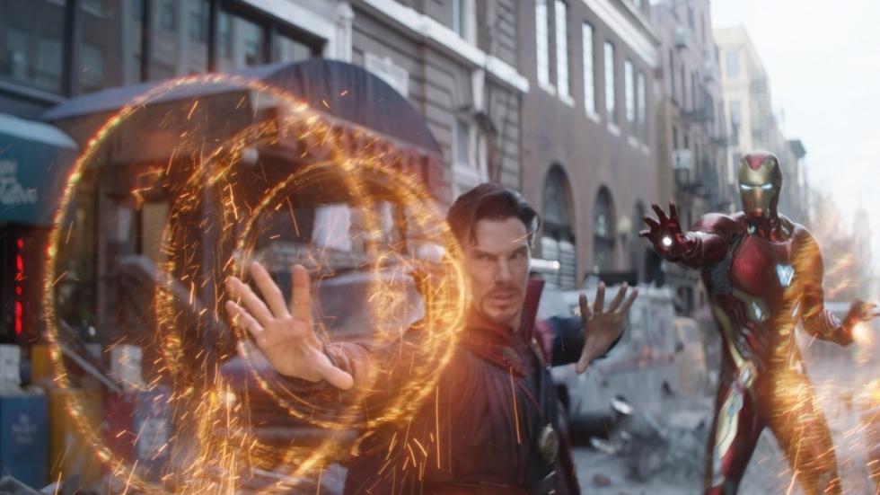 Opvallend: Iron Man met Doctor Strange-cape op set 'Avengers: Infinity War'