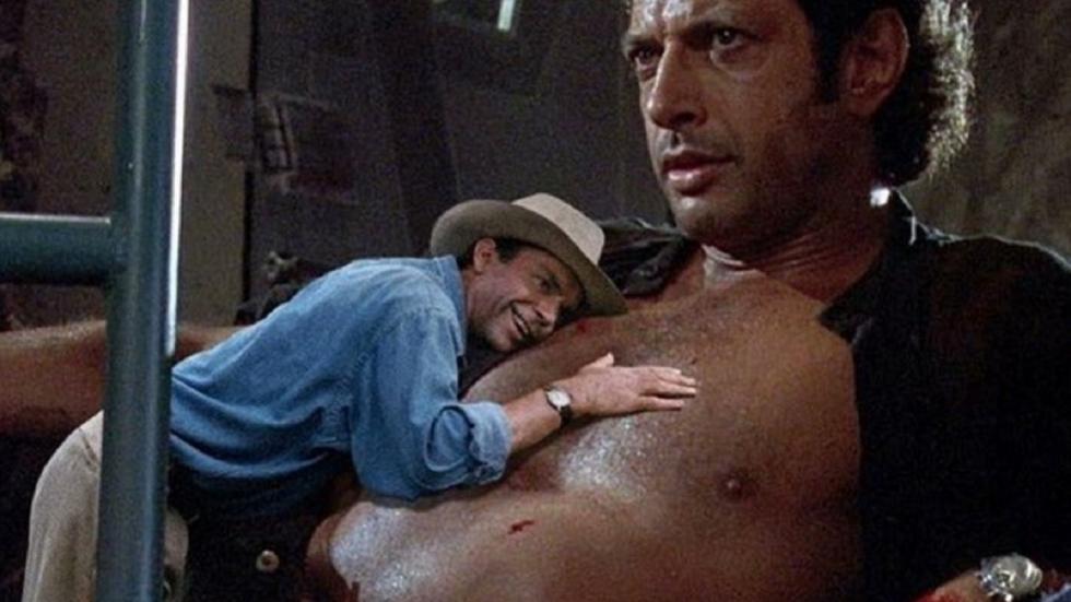 Hilarische 'Jurassic Park'-GIF legt Sam Neill op het ontblote torso van...