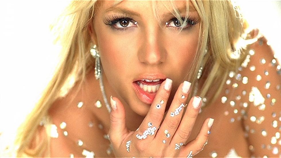 Britney Spears danst rond de Kerstboom op Instagram