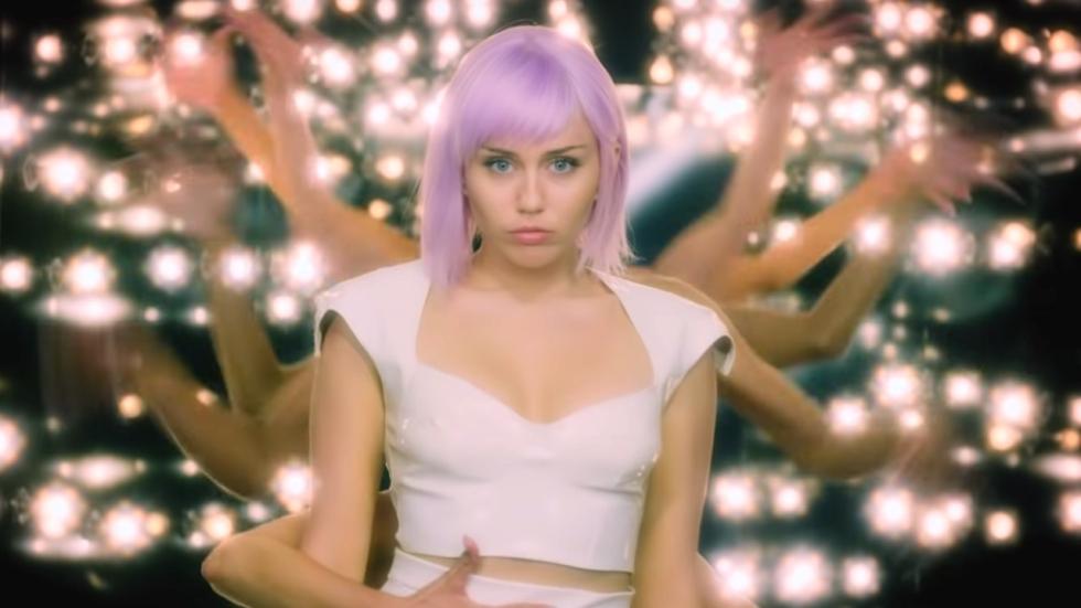 Miley Cyrus wil de studio in met een aantal beroemde collega's