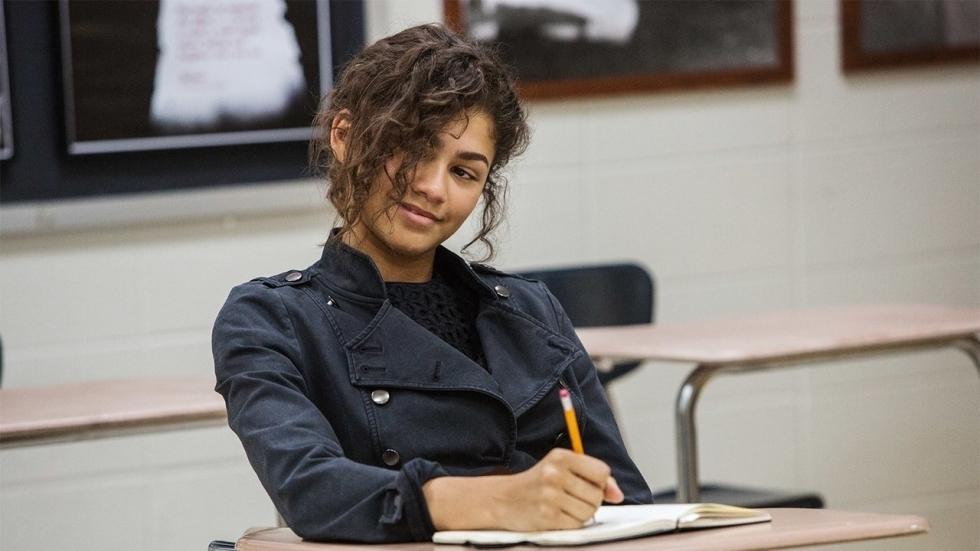 Marvel-actrice Zendaya is heel mooi in grijs pak op Insta-foto