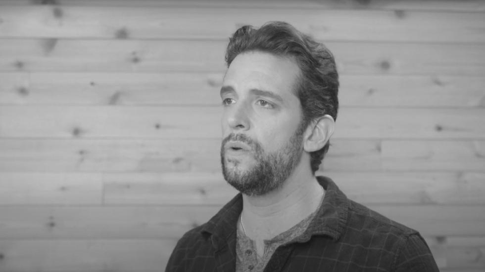 Weduwe van aan corona overleden acteur is klaar voor therapie