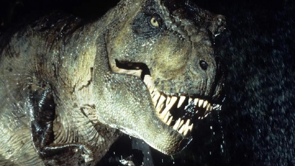 Hoe doodde de T-Rex de bemanning van het vrachtschip in 'The Lost World'?