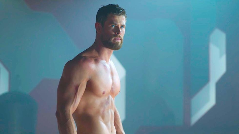 Sixpack Thor-acteur Chris Hemsworth ongekend groot op nieuwe Insta-foto