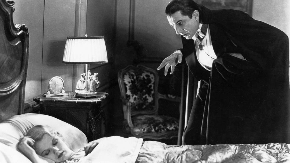 'Nomadland'- en 'Eternals'-regisseuse blikt Dracula-film in voor Universal