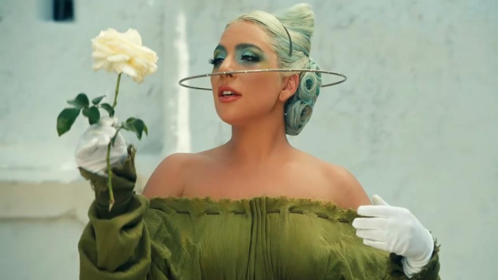 Neergeschoten hondenuitlater Lady Gaga danst weer vrolijk rond