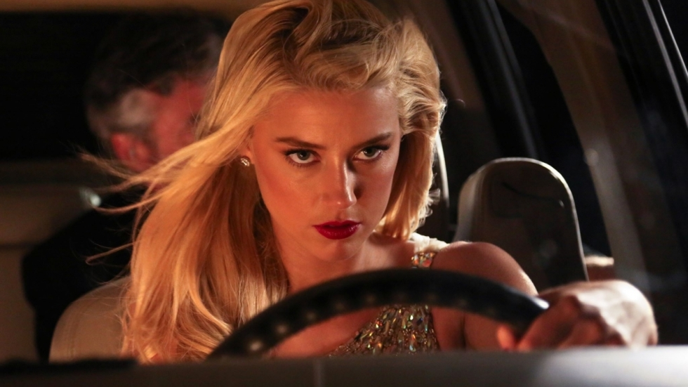 Amber Heard verkleed als een wel heel verleidelijk konijntje