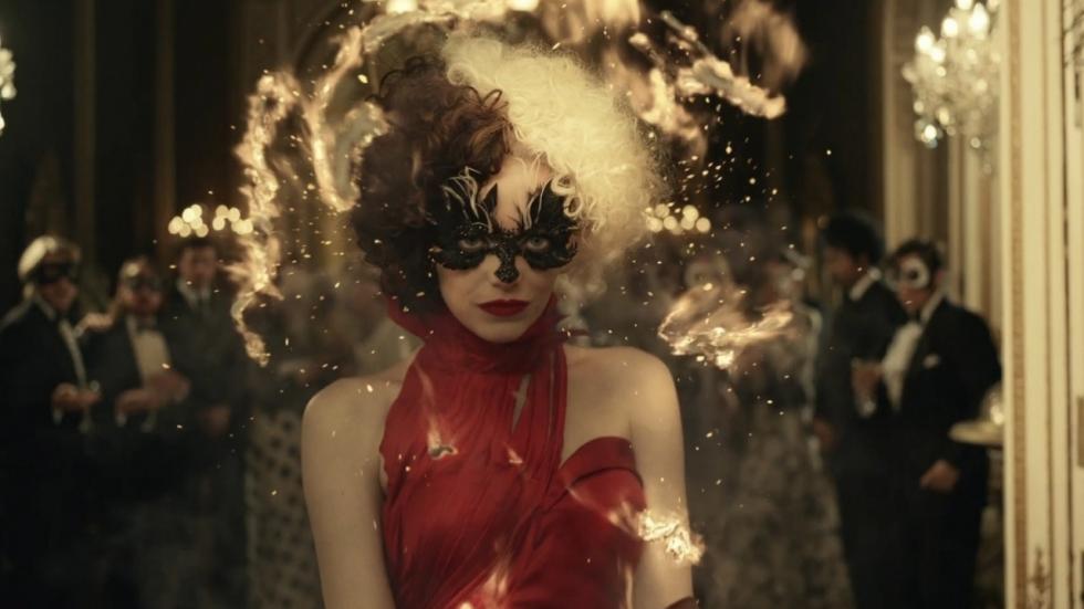 Emma Stone doet meer dan gek in trailer Disney's 'Cruella'