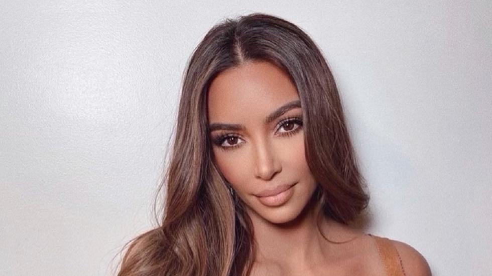 Kim Kardashian in bikini met een enorme inkijk
