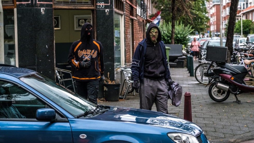 Ferry Bouman gaat los in keiharde trailer 'Undercover'-spinoff 'Ferry' op Netflix