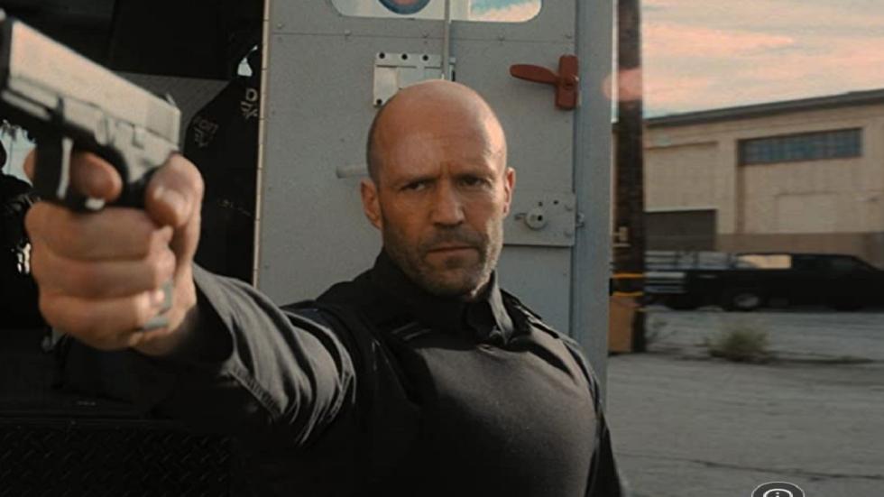 Jason Stathams vuisten slaan een deuk in 'Demon Slayer' en 'Mortal Kombat'