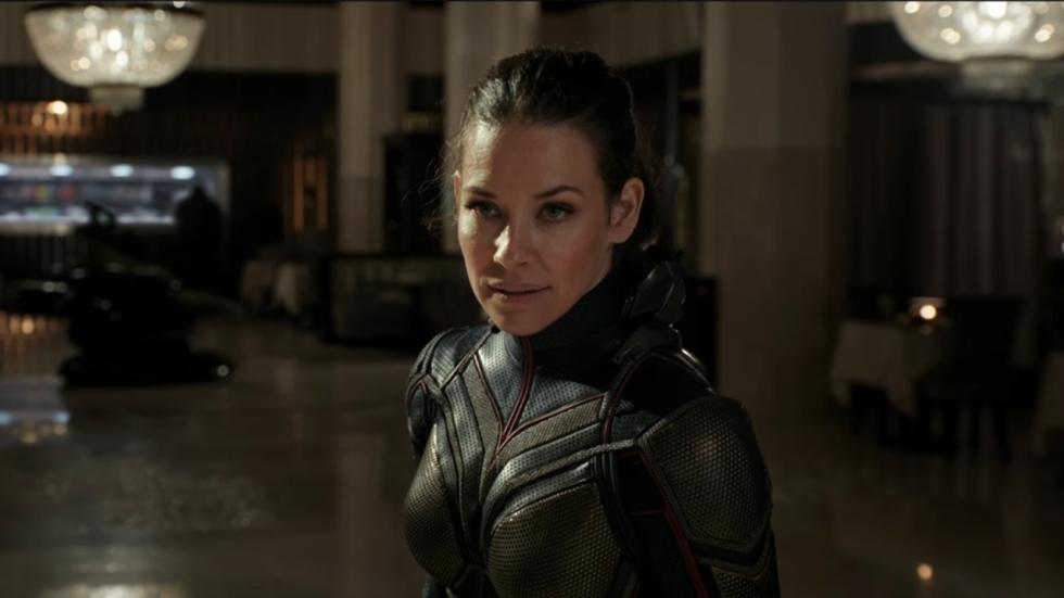 Evangeline Lilly traint in bikini op het strand voor nieuwe 'Ant-Man'-film (video)